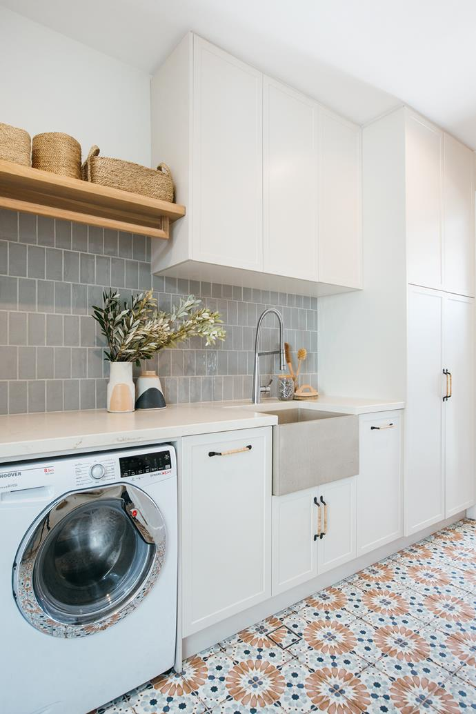 Devonshire Seamist Gris structured gloss tiles (150x75mm), used to create the splashback, have a soothing effect in the laundry.
