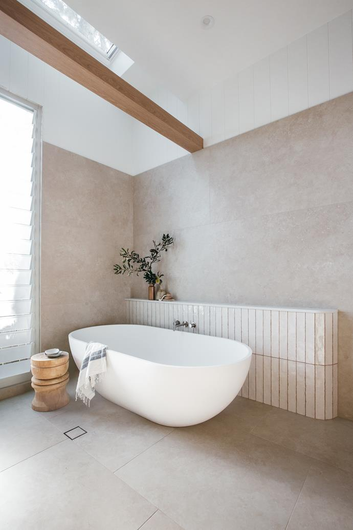 """Using large format 'Timeless Marfil' tiles (2397 x 797mm), from [Beaumont Tiles](https://www.beaumont-tiles.com.au/product/tile/1002321