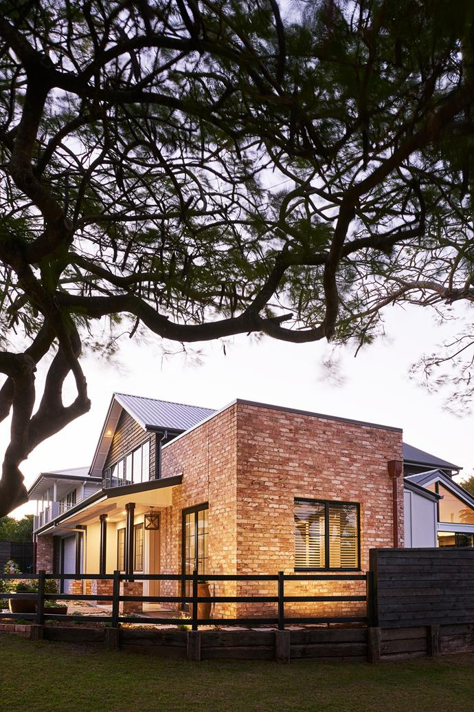 Austral San Selmo Reclaimed bricks were used in this home to give it an old, lived in feel; all bricks are from Brickworks.