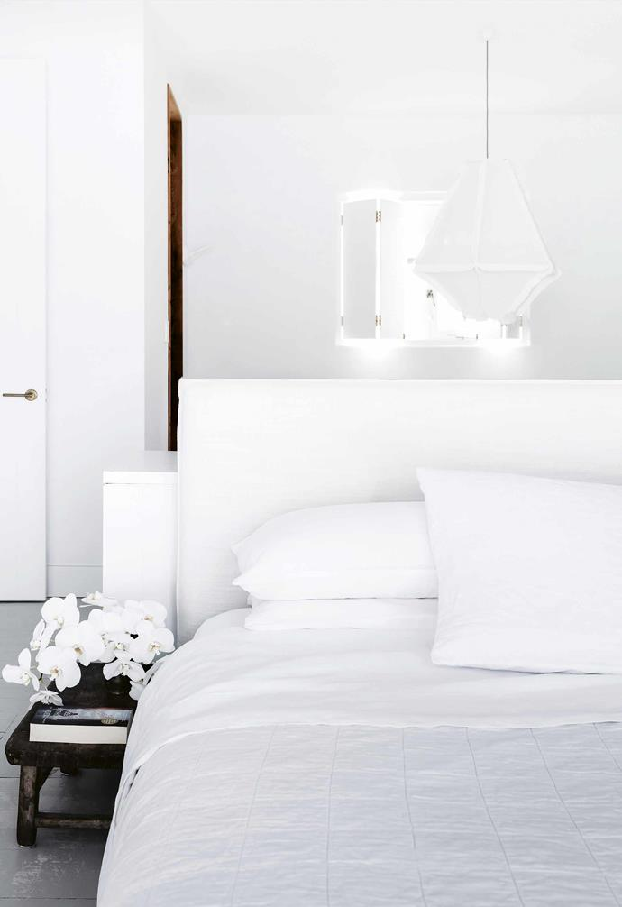 """The all-white bedroom in this [Mediterranean-style home](https://www.homestolove.com.au/mediterranean-style-all-white-home-16945