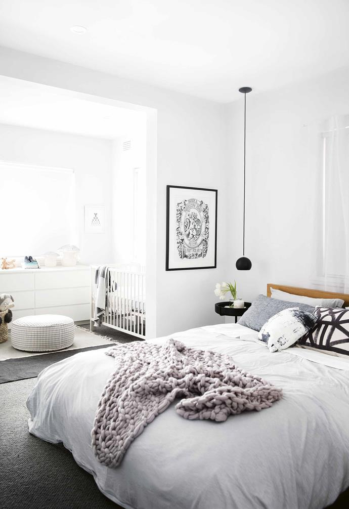 """The sunroom in this [minimalist monochrome apartment](https://www.homestolove.com.au/minimalist-apartment-northern-beaches-17911
