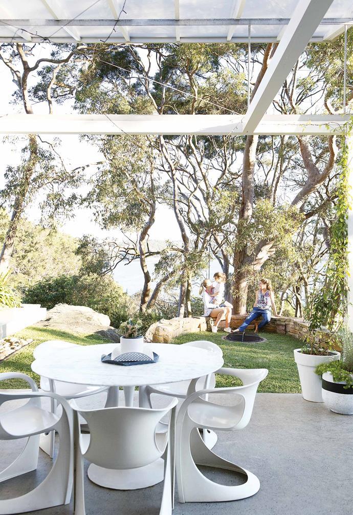 ">> [A modernist Sydney home renovation that took just six weeks](https://www.homestolove.com.au/modernist-sydney-home-renovation-17570|target=""_blank"")."