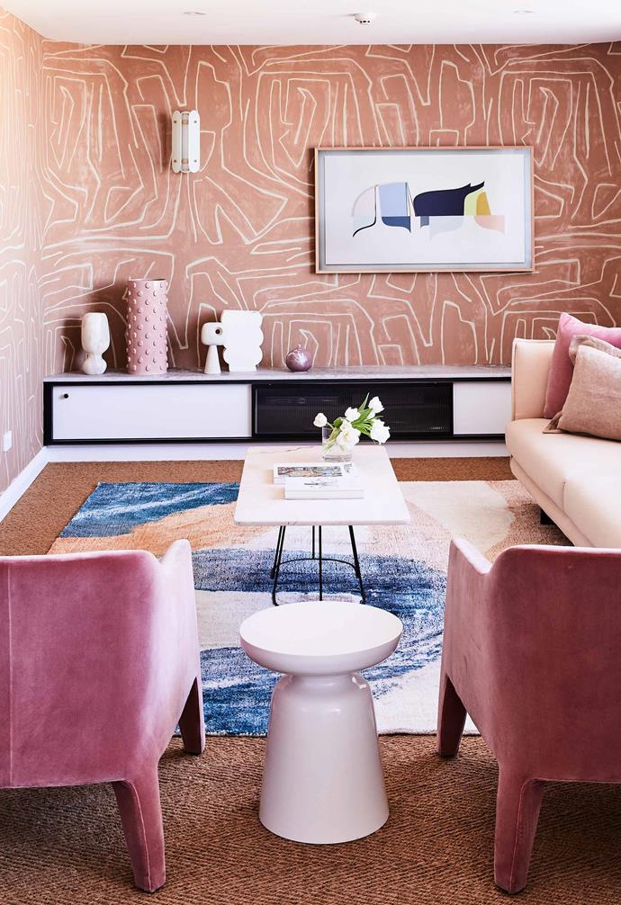 """The living room in this [colourful penthouse](https://www.homestolove.com.au/colourful-penthouse-apartment-with-personality-20466