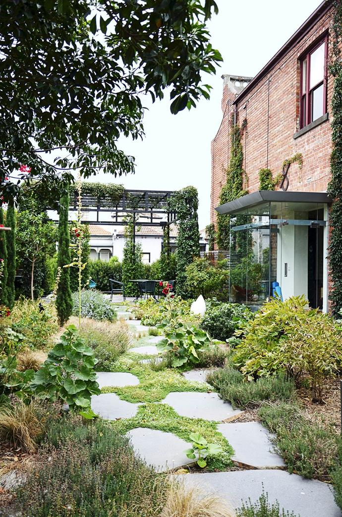 """The owners of an inner-city Melbourne terrace bought the block next door and transformed it into a wild and wonderful [private garden oasis](https://www.homestolove.com.au/gallery-rambling-inner-city-garden-1918