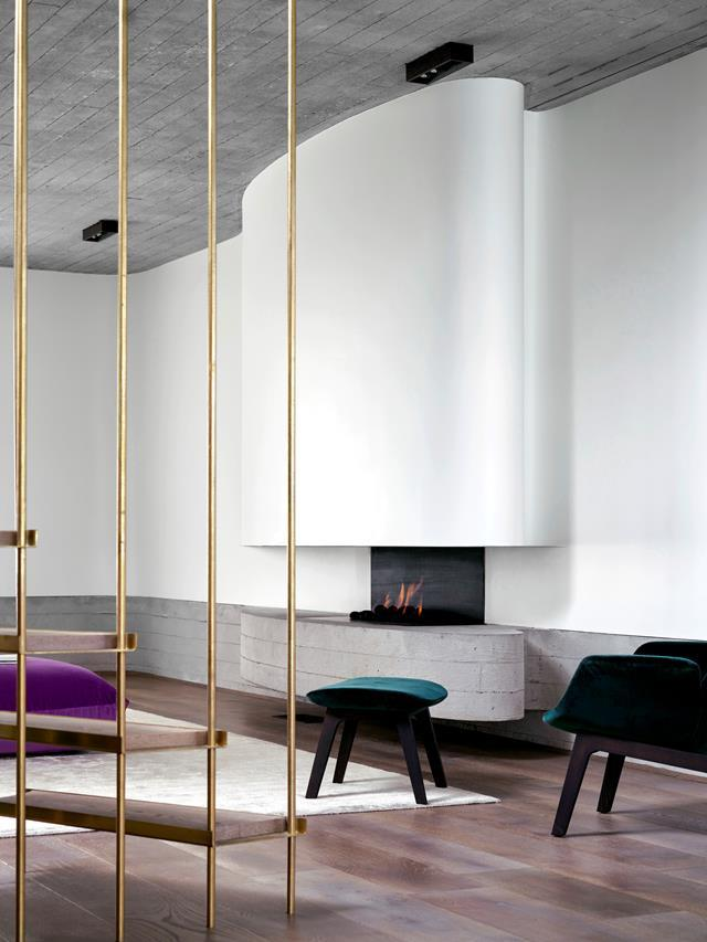 """Architect Luigi Rosselli has created a calm zen-like feeling in the interior of this [epic stacked house](https://www.homestolove.com.au/a-stacked-house-in-harmony-with-its-cliff-side-location-6943