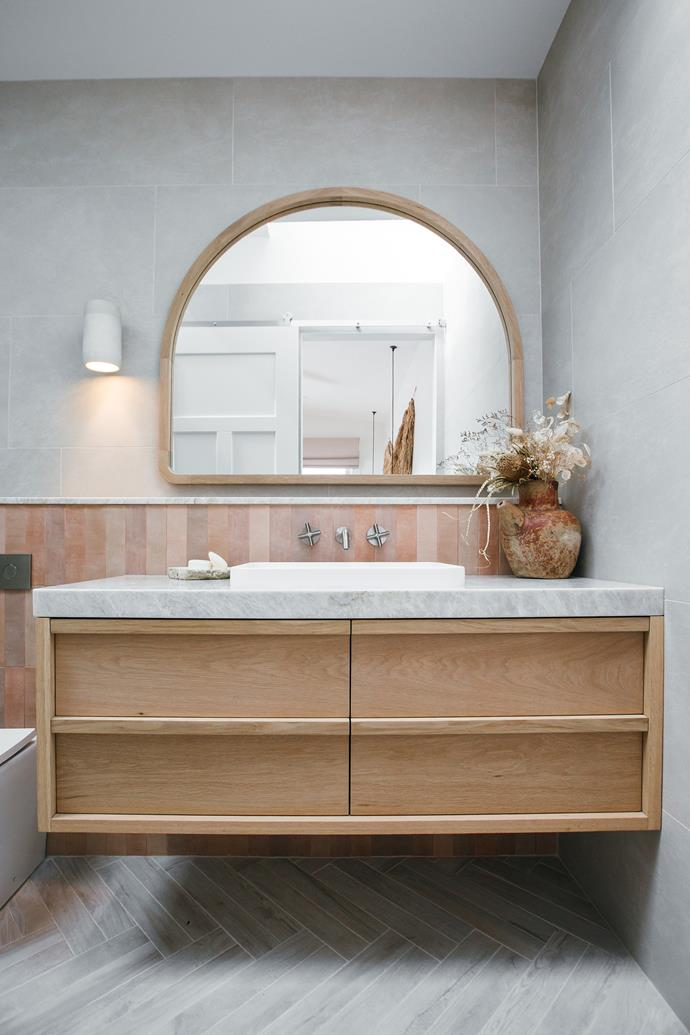 "Kyal & Kara x Loughlin Furniture ['Alura Arch' Mirror](https://www.kyalandkara.com/shop/alura-arch-mirrors/|target=""_blank""