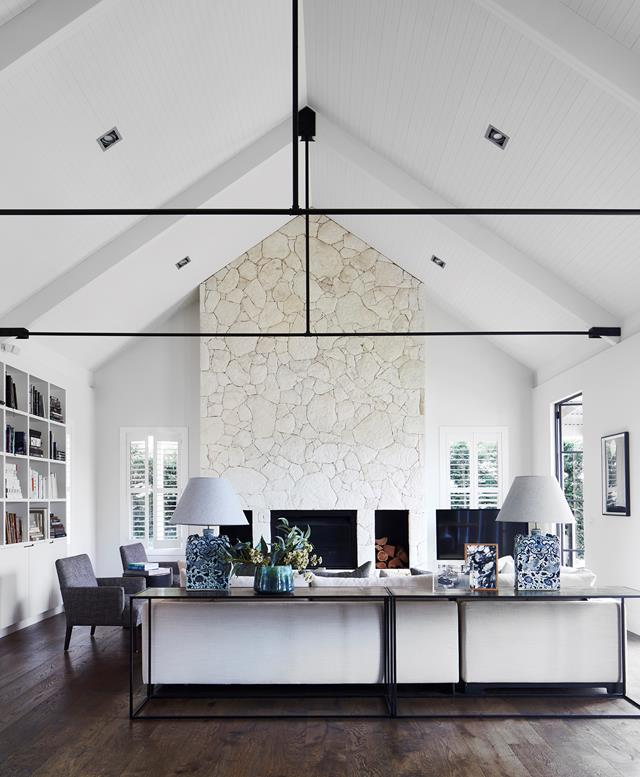 """This [inviting home](https://www.homestolove.com.au/functional-yet-luxurious-home-on-the-mornington-peninsula-20568