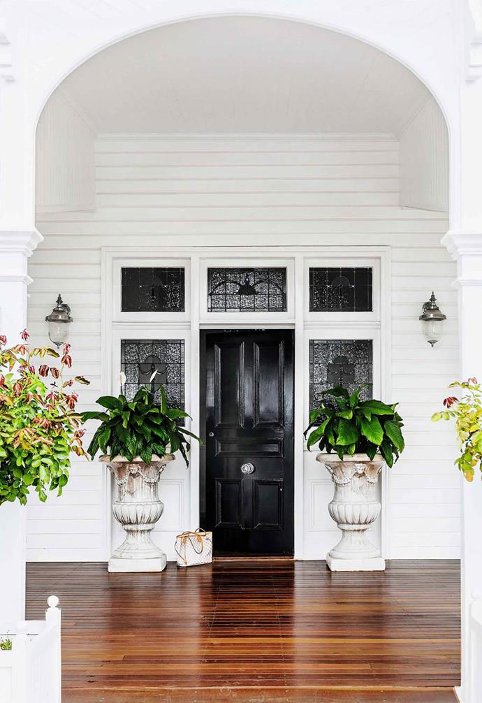 """This [grand old Queenslander](https://www.homestolove.com.au/a-stately-queenslander-becomes-a-fresh-family-sanctuary-2578