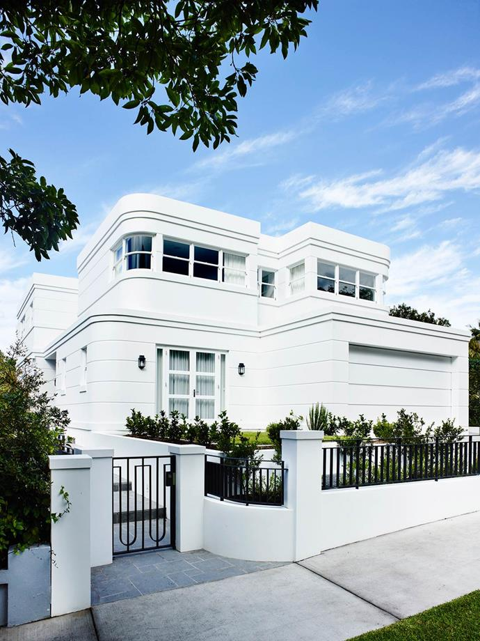 """Interior designer Greg Natale was called on to add his expertise to the refashioning of this [Art Deco home](https://www.homestolove.com.au/sydney-art-deco-home-by-interior-designer-greg-natale-4648