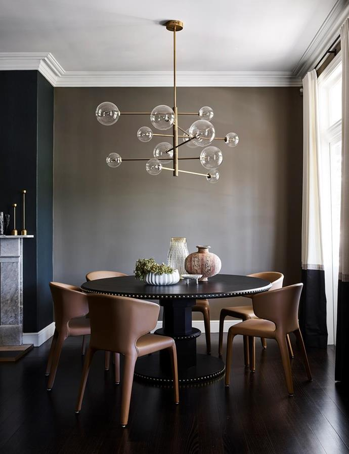 "An 'Argento' brass chandelier from Regency Distribution sits above the Zuster 'Embellish' round dining table in this [revived heritage home in Kirribilli](https://www.homestolove.com.au/revived-heritage-home-with-contemporary-finishes-20495|target=""_blank""), Sydney."