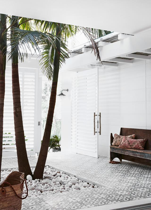 "Floor tiles from Jatana Interiors pave the breezy entry courtyard to this [waterfront abode](https://www.homestolove.com.au/waterfront-abode-with-a-bahamas-inspired-aesthetic-20907|target=""_blank"") with a resort-style ambience."
