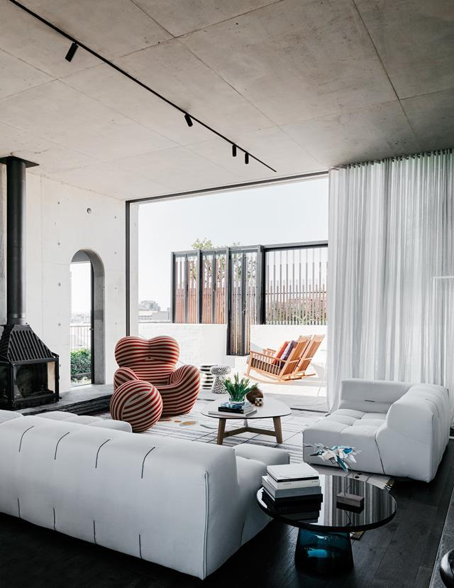 """This generously sized [penthouse](https://www.homestolove.com.au/a-rooftop-sydney-apartment-and-garden-5877