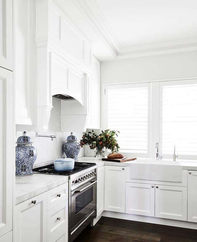 """Thanks to a Hamptons-inspired renovation, this [Art Deco apartment](https://www.homestolove.com.au/art-deco-apartment-gets-a-hamptons-style-makeover-1-20999