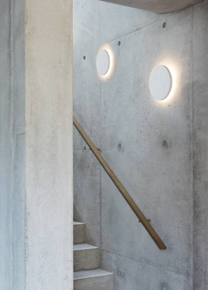 "LED lux Disk LED 250mm White Wall Light in Warm White $139, [Beacon Lighting](https://www.beaconlighting.com.au/ledlux-disk-led-250mm-white-wall-light-in-warm-white|target=""_blank""|rel=""nofollow"")"