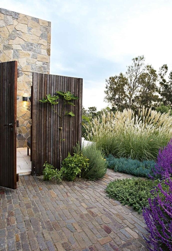 "This [seaside garden](https://www.homestolove.com.au/seaside-garden-copacabana-17734|target=""_blank"") features natural stone wall cladding in warm and cool tones that blends with the coastal surrounds. These steppers are mini pieces of the main paved area, formed in situ repeating the stone paving."