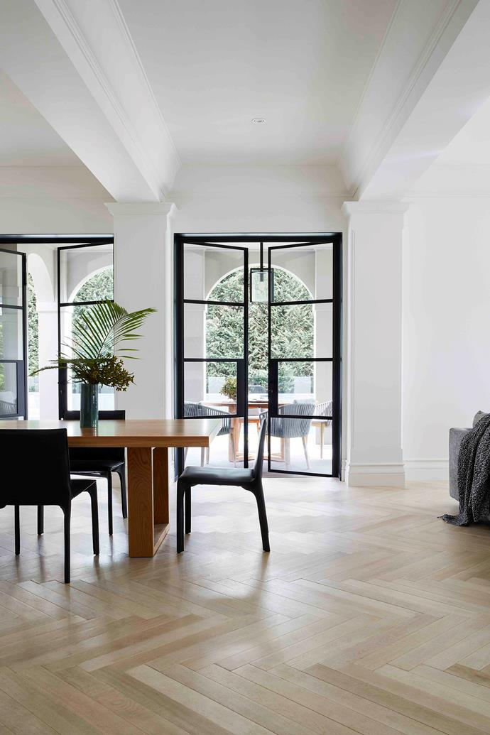 The Zuster 'April' dining table in oak, with Living Edge black leather 'Saddle' chairs, establishes a smart but relaxed vibe in this dining space.
