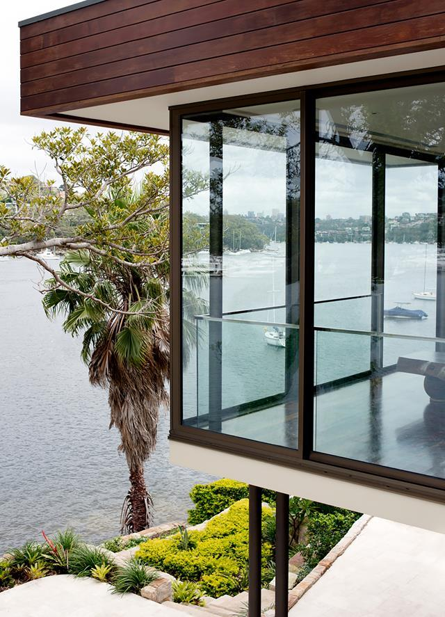 """Perched on the shores of Sydney's Middle Harbour, this [home](https://www.homestolove.com.au/bali-inspired-home-with-harbour-views-20895