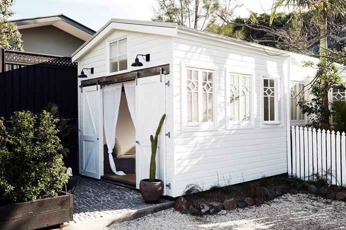 """**[The Barn at the Bower, Byron Bay, NSW](https://www.airbnb.com.au/rooms/20001167?source_impression_id=p3_1593752607_brXYWZxu3bDhkyvF&guests=1&adults=1&_set_bev_on_new_domain=1593752606_N2E1MzA5ZjA4Yjdl target=""""_blank"""")** <br><br> This loft style barn is a beautiful romantic retreat perfect for a couple or a small family. Hosted by [The Bower Byron Ba](https://www.homestolove.com.au/beach-house-decorating-ideas-20822 target=""""_blank"""")y, it boasts rustic timber beams, a high-pitched roof and gorgeous original cottage windows. <br><br> Price: from $506 per night."""