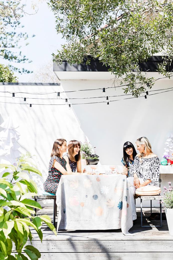 "[Rachel Castle's gorgeous garden](https://www.homestolove.com.au/rachel-castle-hosts-a-festive-ladies-lunch-to-remember-6164|target=""_blank"") is the perfect spot for a festive party. ""To me, an Aussie Christmas is all about the glorious sunshine,"" she says. Lay your table like she has with only the essentials for lunch – the less cutlery and crockery you use, the less washing up to be done later!"