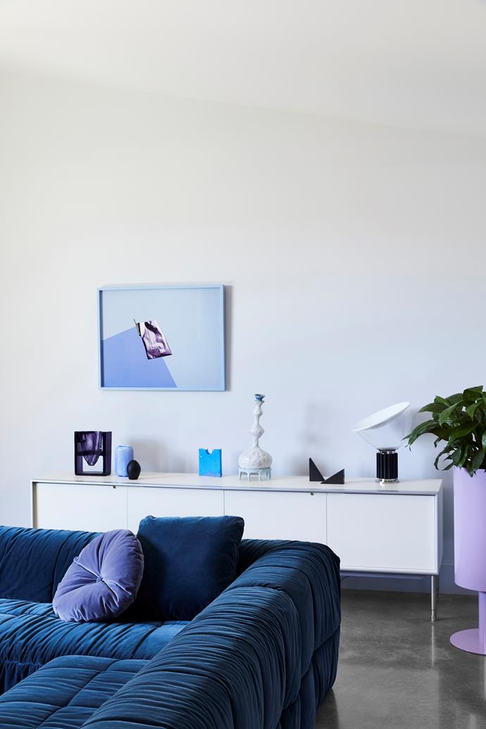 In the living room, an artwork by Lydia Wegner called Gold Angle was a starting point for the interior colour palette. A petrol blue velvet Arflex sofa and lilac cushion from Poliform continue the scheme.