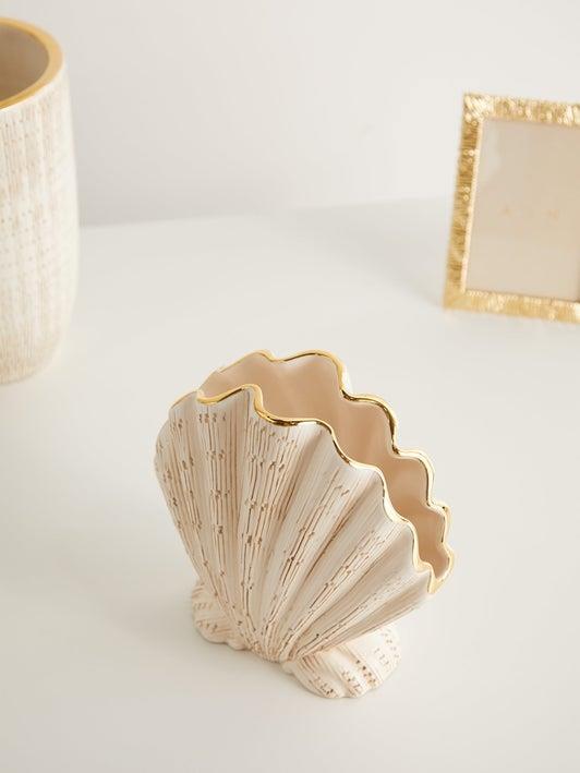 "AERIN Amelie ceramic shell vase, $911, [MatchesFashion](https://www.matchesfashion.com/au/products/1301888|target=""_blank""|rel=""nofollow"")"