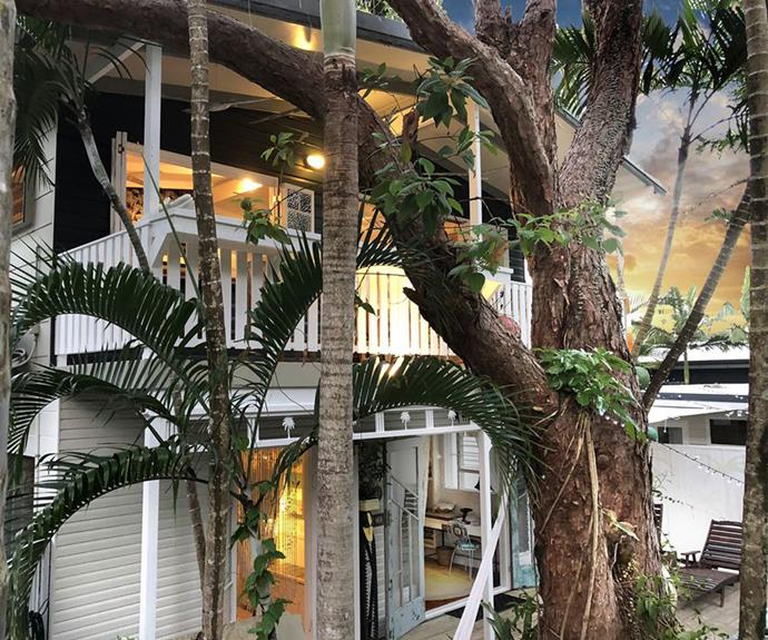 The Port Douglas Artist's Treehouse is in the heart of Port Douglas and just a few minutes walk to the beach.