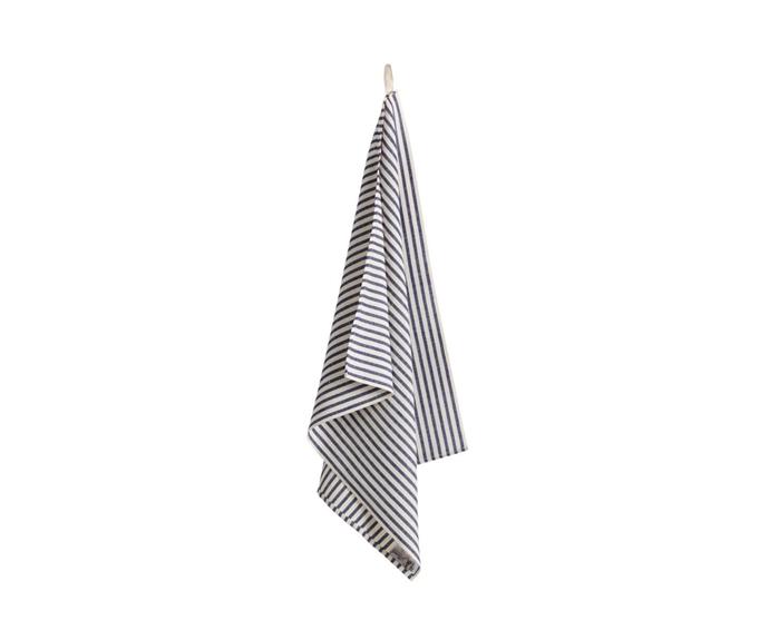 "'Melograno' kitchen towel, $42, [Busatti](https://www.busatti.com.au/product-page/kitchen-towel-melograno|target=""_blank""|rel=""nofollow"")"