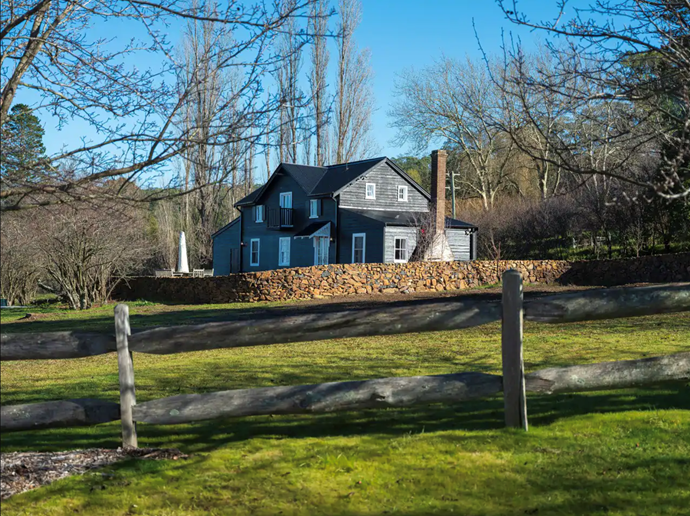 """Black Barn Bowral is available to rent [here](https://www.airbnb.com.au/rooms/43906584?_set_bev_on_new_domain=1594617852_YjZiNjEwZWYxMTdh&source_impression_id=p3_1594617853_T9Xpxe4YGoUuEqPb&guests=4&adults=4