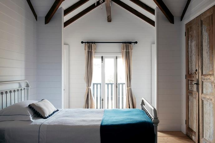 """Accents of blue bring a splash of colour to this bedroom, while a [balcony](https://www.homestolove.com.au/the-ultimate-balcony-garden-2513