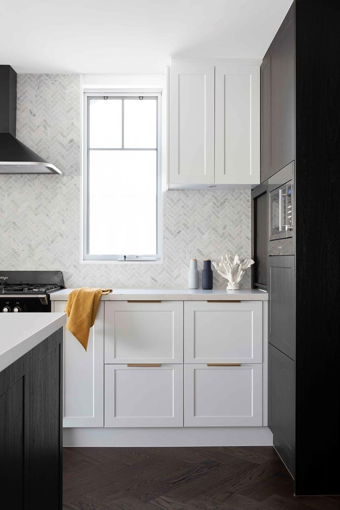 "Striking Kethy 'Fornel' gold handles, give the [kitchen](https://www.homestolove.com.au/9-kitchens-that-transcend-design-trends-6574|target=""_blank"") its Midas touch, with a Franke sink in Onyx making for a striking contrast. Polytec 'Venette' cabinetry in Ultra White is both sleek and perpetually spotless, thanks to its pure matt finish. ""We hardly ever have to wipe them down because they're completely smudge-proof,"" says Vesna."