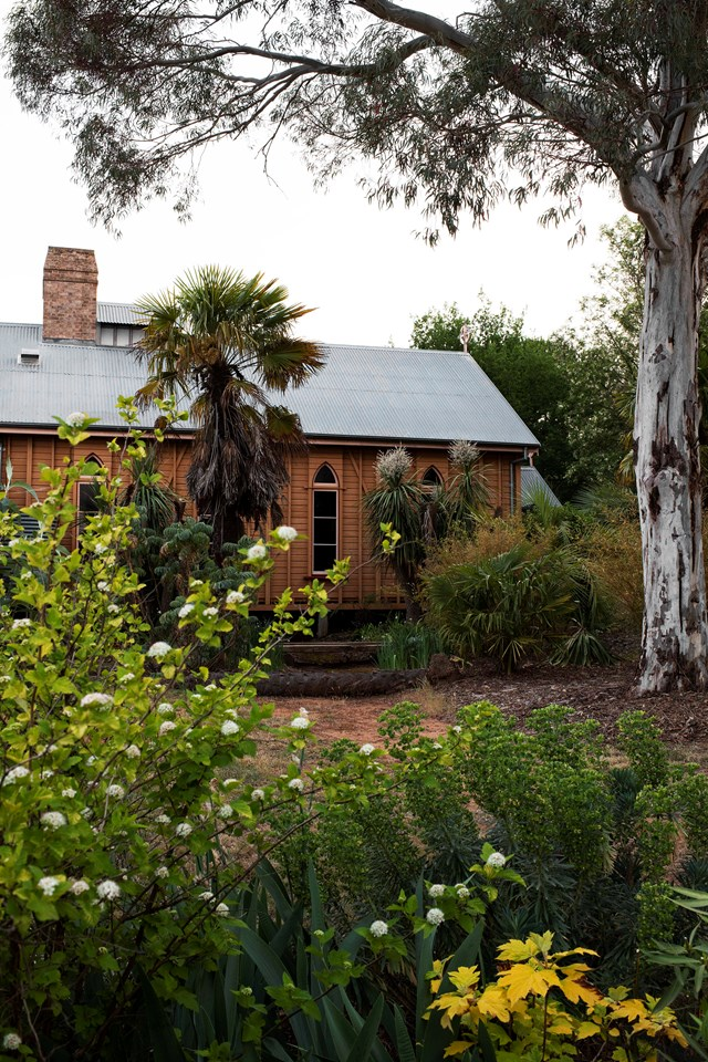 """Elizabeth Richards moved her whole life to Orange, NSW to create the [heritage-style garden](https://www.homestolove.com.au/heritage-style-garden-21646
