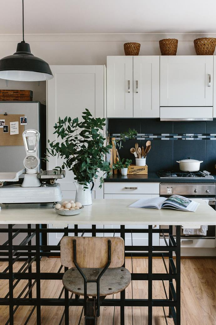 """>> [8 easy updates that will make an old home look new](https://www.homestolove.com.au/easy-updates-for-old-home-19787
