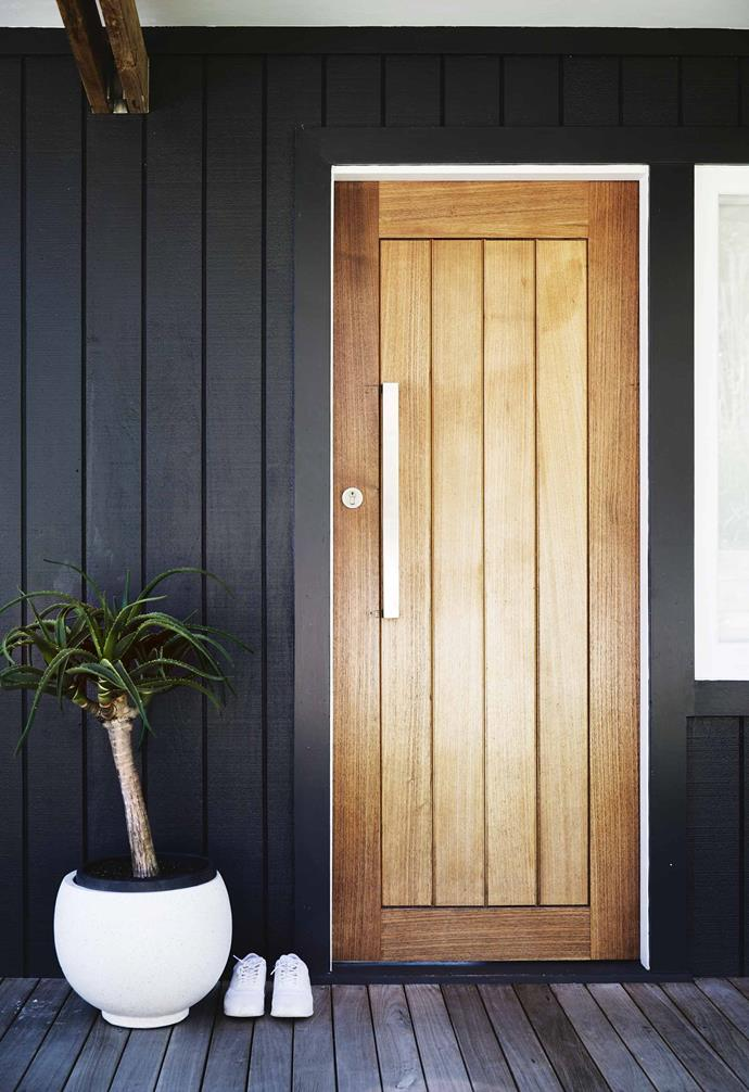 "The family's first home back in Australia was in Avalon. When their children grew into adulthood, Bernie and Mark wanted to continue living in the area. ""We were attracted to the strong community vibe that this place has,"" says Bernie. ""It was there even 18 years ago.""<br><br>**Sasha and Nathan's entry** A [solid wood door](https://www.homestolove.com.au/statement-doors-are-the-latest-home-design-trend-5404
