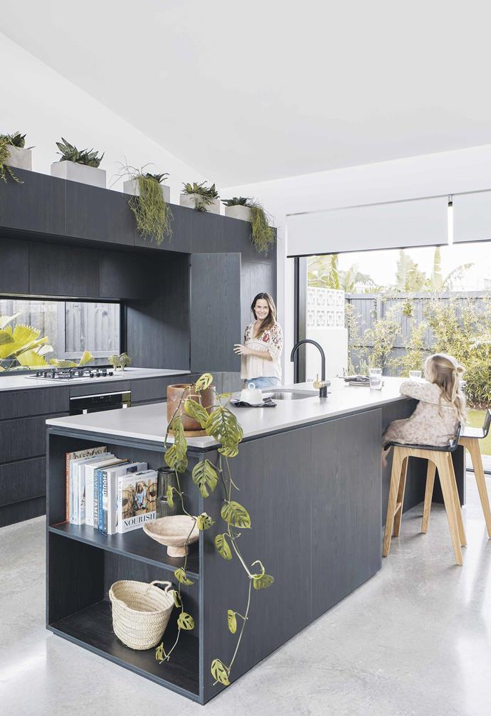 """>> [10 expert tips for keeping a tidy house](https://www.homestolove.com.au/tidy-house-tips-21081