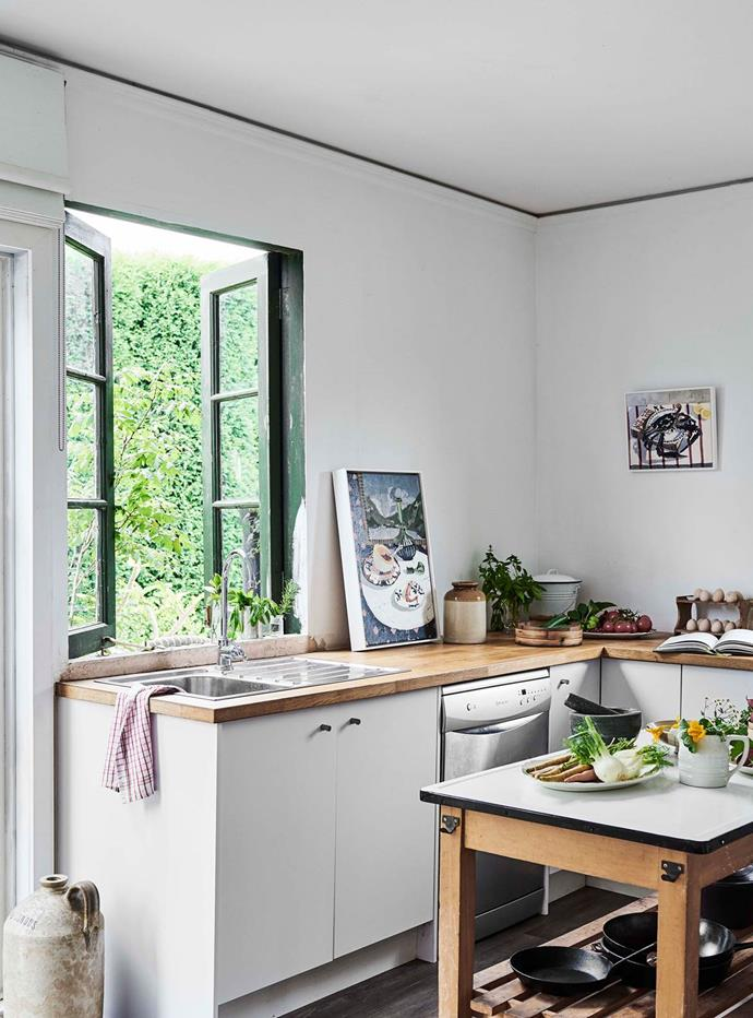 """Artist Zoe Young is inspired by everyday life at [her compact cottage home in NSW's Southern Highlands](https://www.homestolove.com.au/compact-cottage-southern-highlands-20046