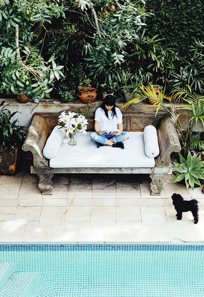 """Vicki Lee and Ted O'Donnell treated [their Sydney apartment](https://www.homestolove.com.au/gallery-artists-in-residence-2429