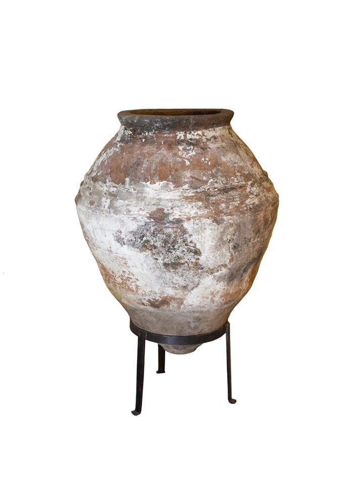"Enez pot, $3750, [Garden Life](https://gardenlife.com.au/product/enez/|target=""_blank""|rel=""nofollow"")"