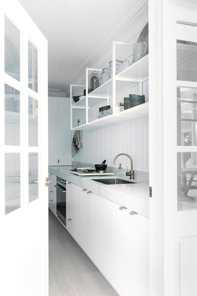 "The butler's pantry in Three Birds Renovation's Bonnie Hindmarsh's  [modern-coastal home](https://www.pinterest.com.au/pin/863706034762969088/?nic_v1=1aL%2FNp7EpmtASm9RjFcYunQDF46kXFP4r9vPM0LitTEkWkh4fjYEJ78OxDQ7vTEvHB|target=""_blank""