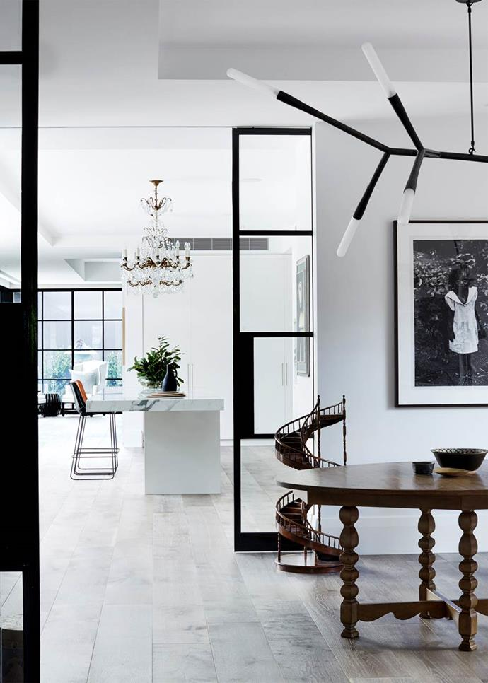 "A Baccarat chandelier adds sparkle to the open plan kitchen and living room of this [period Melbourne home](https://www.homestolove.com.au/contemporary-renovation-of-a-period-melbourne-home-4241|target=""_blank"") that was transformed with sophisticated style and a wondrous collection of artwork, heirlooms and vintage pieces."