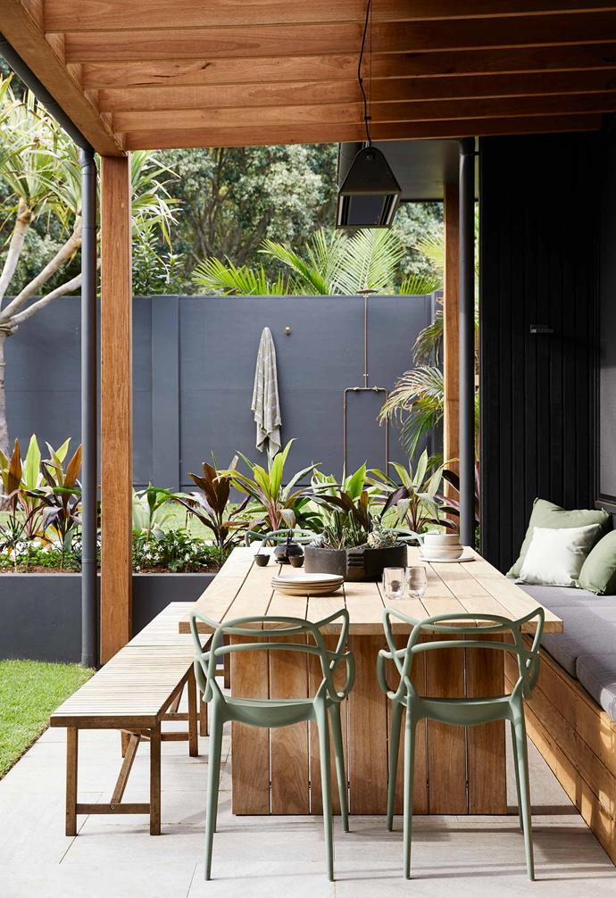 "Nestled in [Byron Bay, this holiday house retreat](https://www.homestolove.com.au/barefoot-bay-villa-byron-bay-21018|target=""_blank"") is the ultimate escape from the city. Tucked in the backyard next to a generous outdoor dining setting, the outdoor shower is accompanied with twin hooks that are perfect for leaving beach towels to dry on."