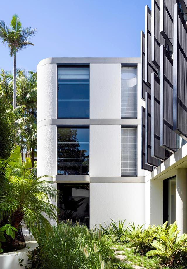 """Drinking in iconic harbour views, this [newly built home](https://www.homestolove.com.au/ultra-modern-home-with-harbour-views-and-lush-tropical-gardens-20922