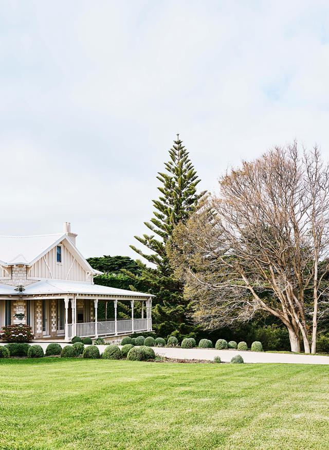 "A driveway sweeps through box round hedges and gardens designed by Victoria-based landscaper Paul Bangay. The gardens are informed by the coastal [home's Hamptons-inspired interior and its extraordinary clifftop views at Portsea](https://www.homestolove.com.au/clifftop-beach-house-hamptons-style-19414|target=""_blank""), Victoria."