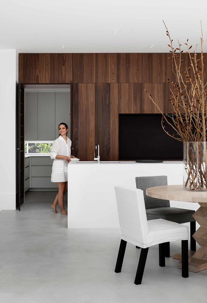 "**Kitchen/dining** ""Having all the appliances integrated makes for a seamless look,"" says Chris, who's been so consistent with her uncluttered aesthetic, even the power points are concealed. All the cupboard and drawer fronts are [Dulux](https://www.dulux.com.au/