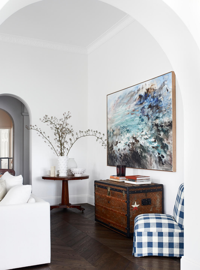 """This [elegant harbourside apartment](https://www.homestolove.com.au/harbourside-apartment-with-mediterranean-inspired-interiors-21624