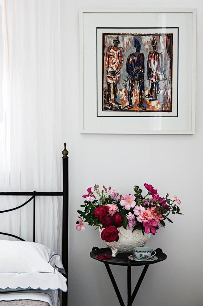 "This beautiful flower arrangement beside a bed in a [quintessential Australian farmhouse](https://www.homestolove.com.au/australian-farmhouse-design-13830|target=""_blank"") proves it's always a good idea. Photo: Brigid Arnott | Stylist: John Mangila | Story: Country Style"