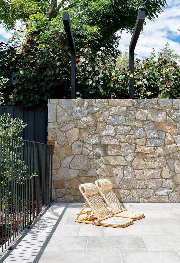 "**Courtyard** The Howqua stone-wall cladding material is also from [Eco Outdoor](https://www.ecooutdoor.com.au/|target=""_blank""
