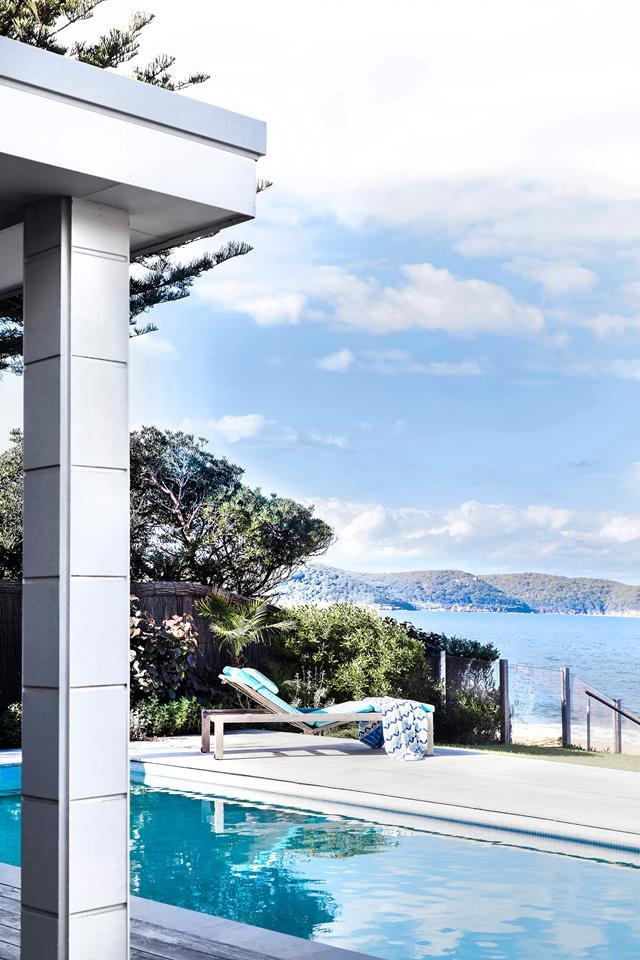 "As frequent international travellers, it's no surprise the owners of this [beachfront cottage in Pearl Beach](https://www.homestolove.com.au/beachfront-cottage-in-pearl-beach-nsw-6203|target=""_blank"") brought and resort-feel to their swimming pool area."