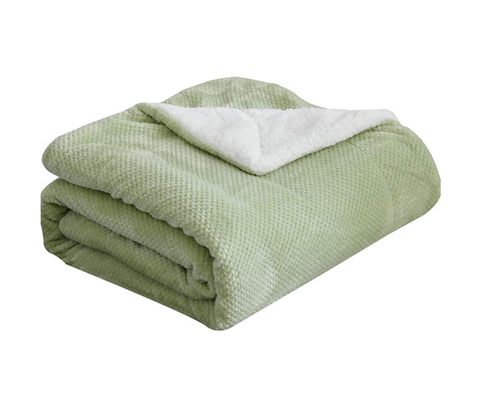 "SOCHOW Waffle Sherpa Fleece Throw Blanket in Sage Green, $38.99, [Amazon](https://www.amazon.com.au/SOCHOW-Waffle-Blanket-Lightweight-Reversible/dp/B086W674Z3/ref=sr_1_34_sspa?dchild=1&keywords=heated+throw&qid=1597201602&s=home&sr=1-34-spons&psc=1&spLa=ZW5jcnlwdGVkUXVhbGlmaWVyPUEyWFM0NTBGRjkyNVpUJmVuY3J5cHRlZElkPUEwODA5NDA5MkIzMFVBWFVDOFpZRSZlbmNyeXB0ZWRBZElkPUExWU1aMDQwNDNXQTAzJndpZGdldE5hbWU9c3BfYXRmX25leHQmYWN0aW9uPWNsaWNrUmVkaXJlY3QmZG9Ob3RMb2dDbGljaz10cnVl|target=""_blank""