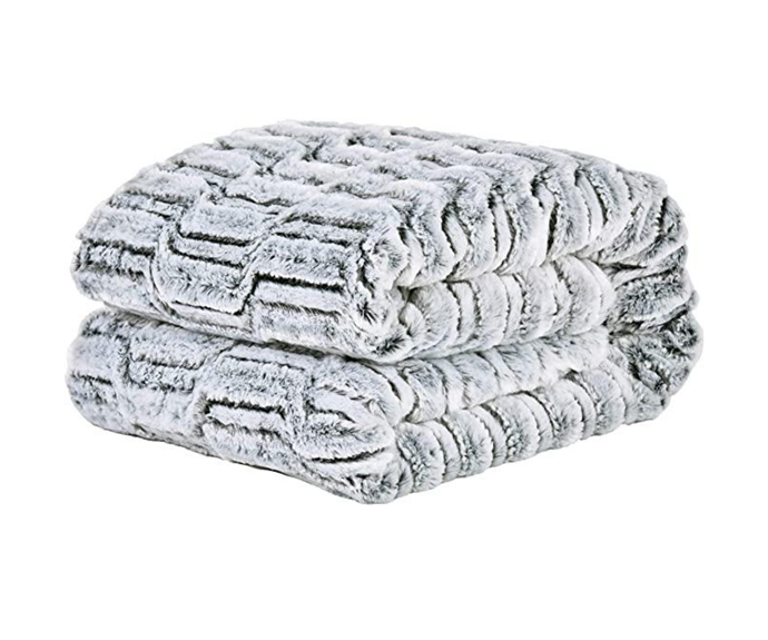 "David's Home Faux Fur Throw Blanket 125cmx150cm, $42.99, [Amazon](https://www.amazon.com.au/Davids-Home-125cmx150cm-Decoration-Heavyweight/dp/B085G2ST5G/ref=sr_1_30?dchild=1&keywords=heated%2Bthrow&qid=1597201586&s=home&sr=1-30&th=1|target=""_blank""