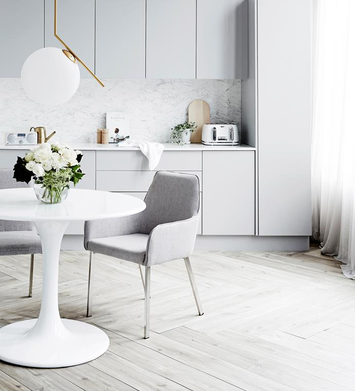 "A laminate benchtop and splashback from Kaboodle Kitchen create a luxe effect in this [timeless kitchen space](https://www.homestolove.com.au/timeless-kitchen-decor-4204|target=""_blank"")."